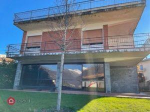 Casa bifamiliare in vendita a Erba, Como